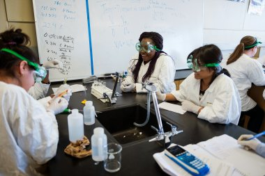 QCC students work in Biology lab