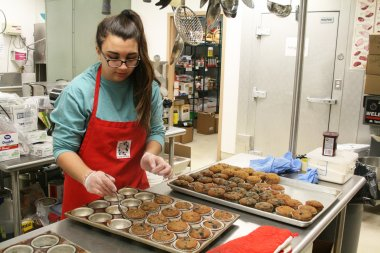 Student prepares food in QCC kitchen
