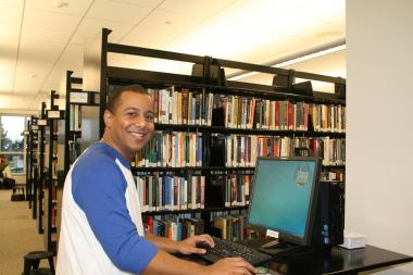 QCC student uses computer in library