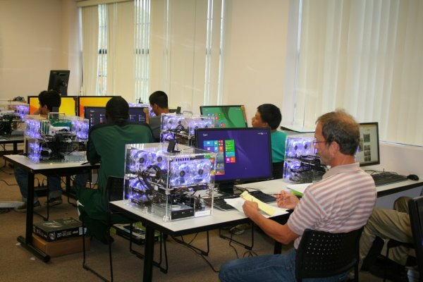 Students work on computers in CSET lab