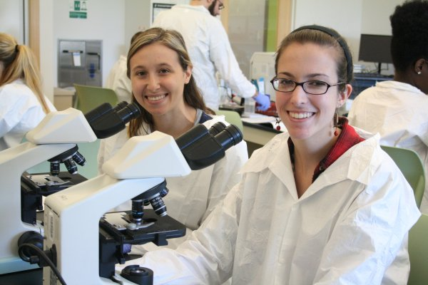 QCC students use microscopes in lab