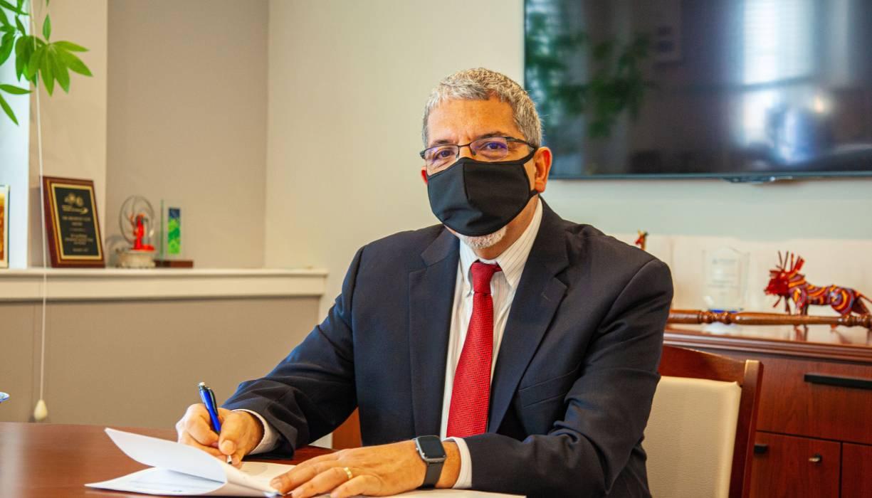 President Luis G. Pedraja, Ph.D. signs articulation agreement with Becker College.