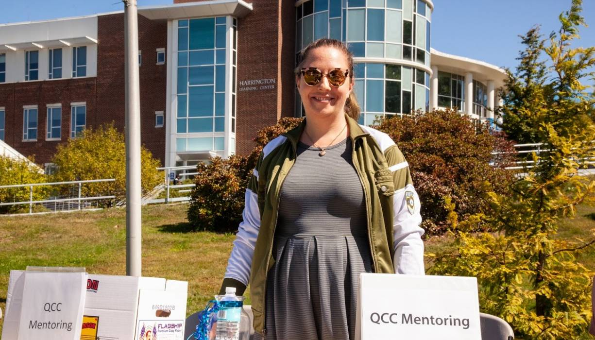Jennifer Bemis fills students in about the merits of QCC Mentoring at the Fall 2019 Club Rush event.