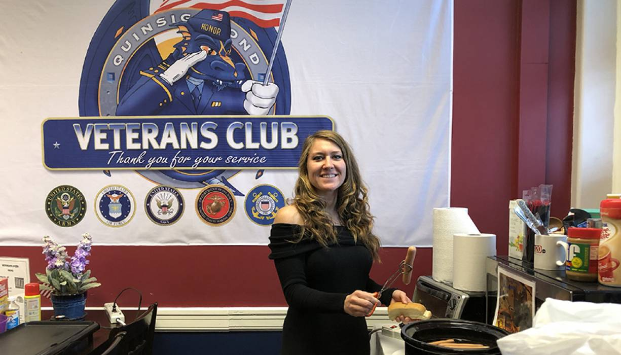 QCC student veteran Desiree Vinson helps serve lunch to veterans.