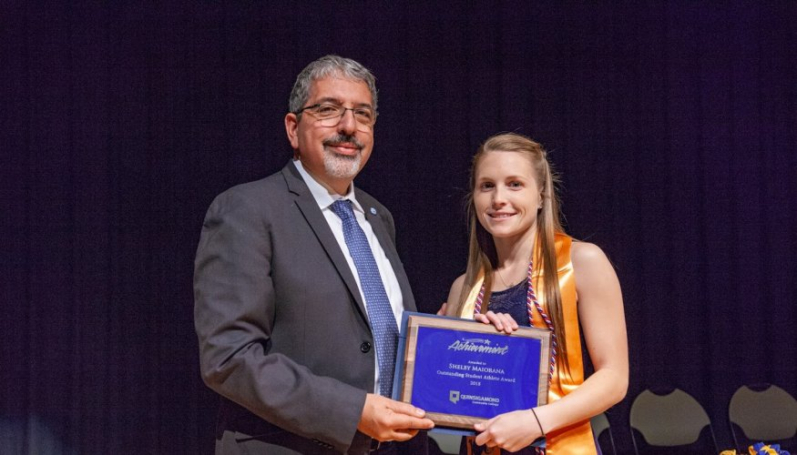 Dr. Pedraja presents Shelby Maiorana the 2018 Outstanding Female Athlete Award.
