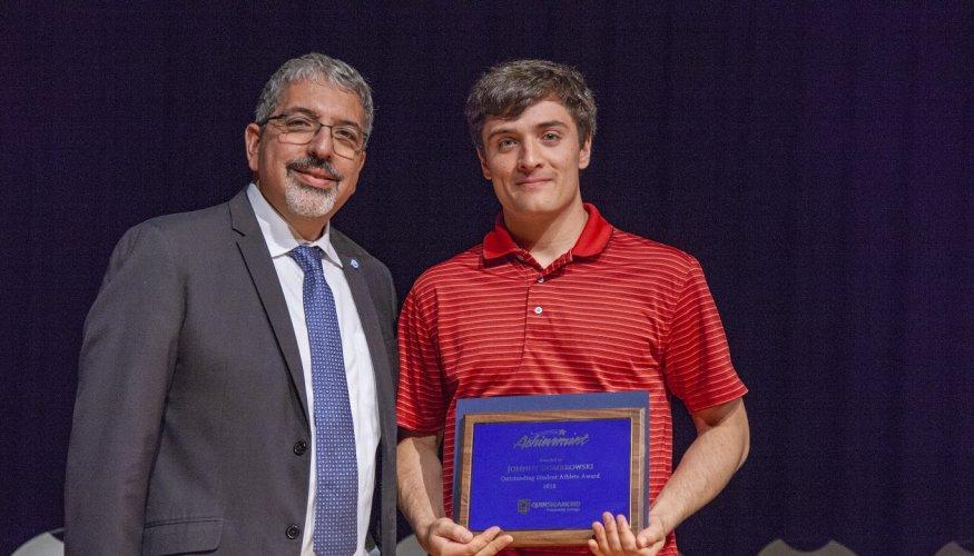Dr. Pedraja presents Johnny Dombrowkski the 2018 Outstanding Male Athlete Award.