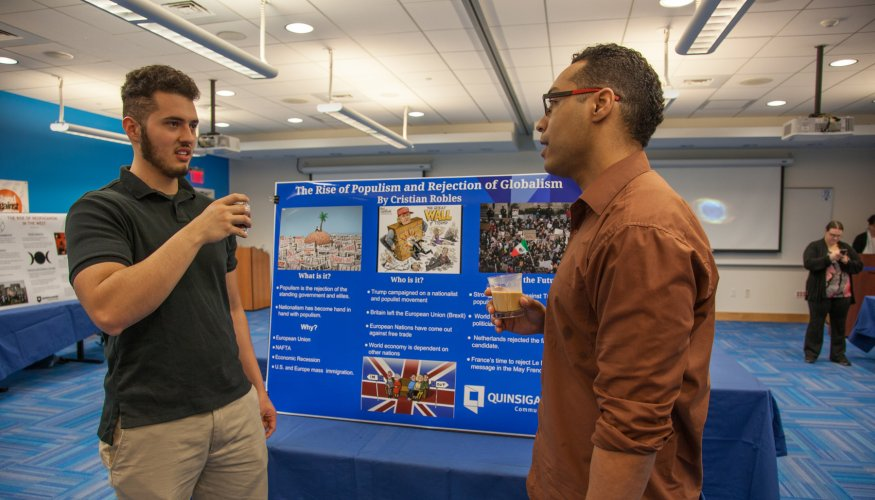 Students present at Honors Program Showcase