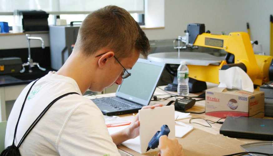 Student in QuEST manufacturing lab