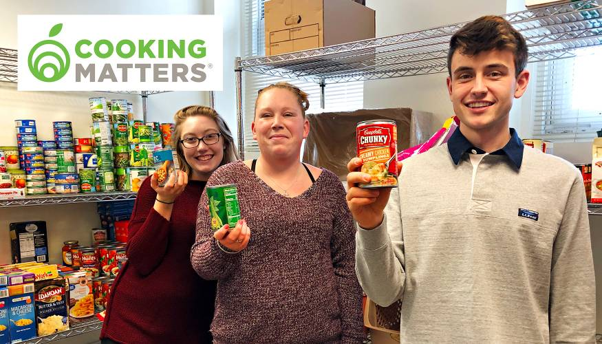 Cooking Matters held a nutrition session at the QCC Food Pantry and Resource Center.