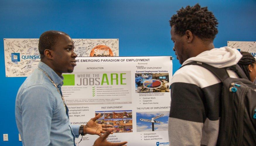 Students present at Honors Program Showcase